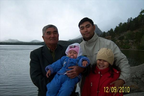 С тестем и с семьей в боровом