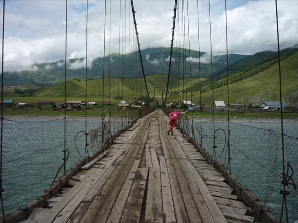 Мост через Катунь в поселке Тюнгур.