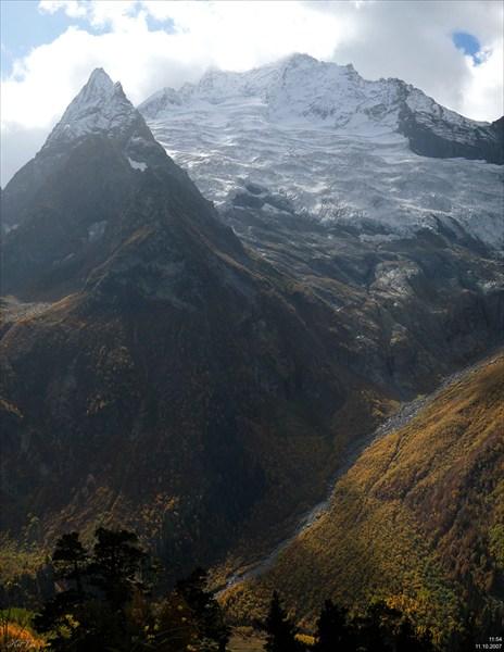Вершина Джугутурлучат и пик Ине.
