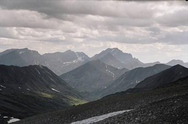 на фото: Вид с перевала на гору Черского