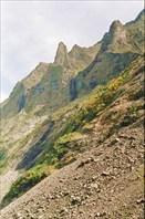 Скалки на правом берегу долины оз. Гитара