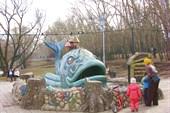 Фонтан `Чудо-юдо рыба-кит` (2014), ныне на пенсии