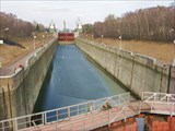 Вид с моста на шлюз канала им. Москвы (2014)