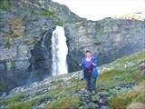 У верхней ступени водопада