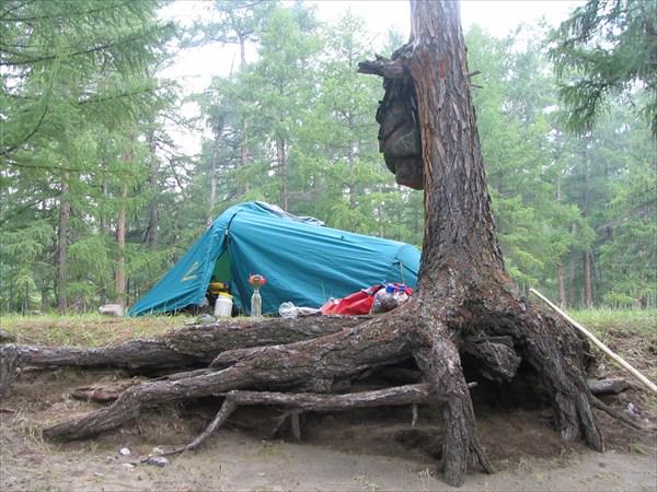 Флагманская палатка в устье Жомболока.