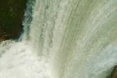 Водопад водохранилища гидроэлектростанции