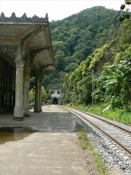Вид на северный тоннель со станцией