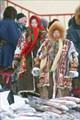 Ханты торгующие рыбой на рынке Салехарда