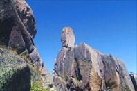 Каменный страж вершины перевала Тайгиш-2