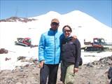 Жека с Милкой на 3800 на фоне Эльбруса