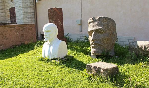 237-Памятники