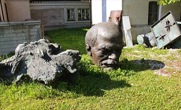 239-Памятники