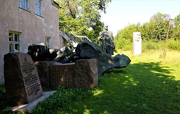 240-Памятники