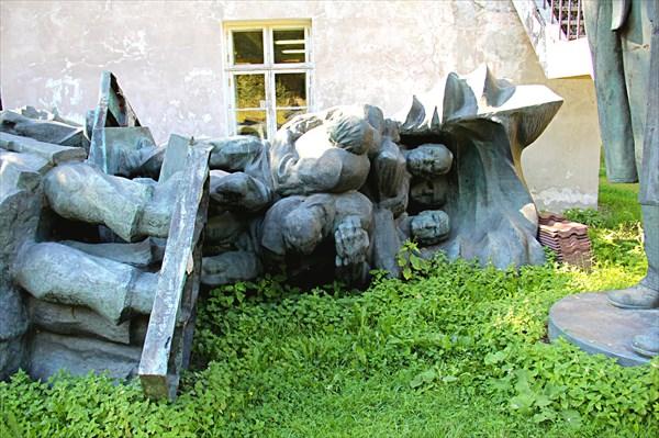 247-Памятники