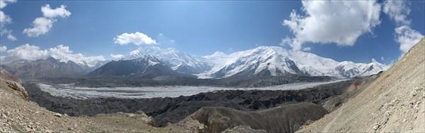 Вид на Пик Ленина и ледник Ленина