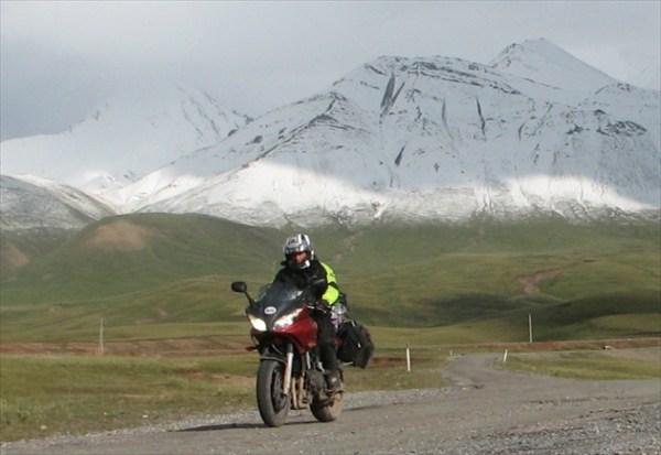 на фото: Рядом с границей Киргизии и Таджикистана