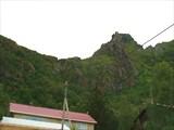 Сволвар - вид на скалу Зуб Дракона из города