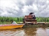 Технику возят по реке.
