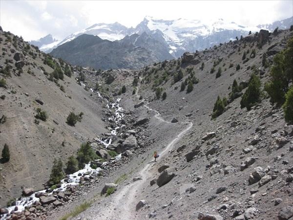 на фото: Подъём на плато