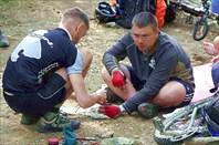 Фото. 38. Макс и Руся ремонтируют педаль Crank Brothers