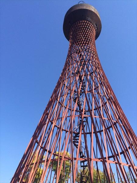 на фото: Водонапорная башня