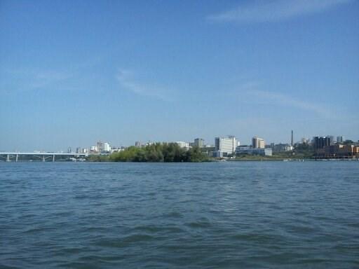 ...Широка река Обь и изрядно длинна.