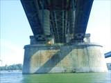 Под мостом