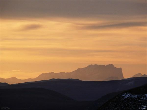 Рассвет над плато Бермамыт