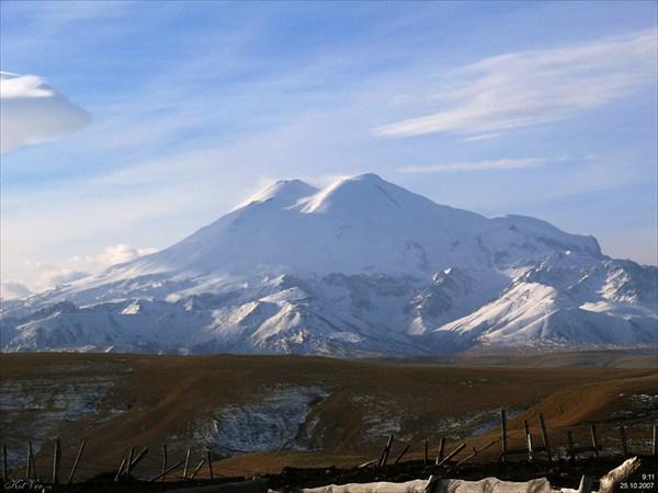 Последний взгляд на Эльбрус. Вот и увидели его с севера.
