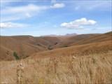 Вот такой тоскливый пейзаж на плато Бечасын.