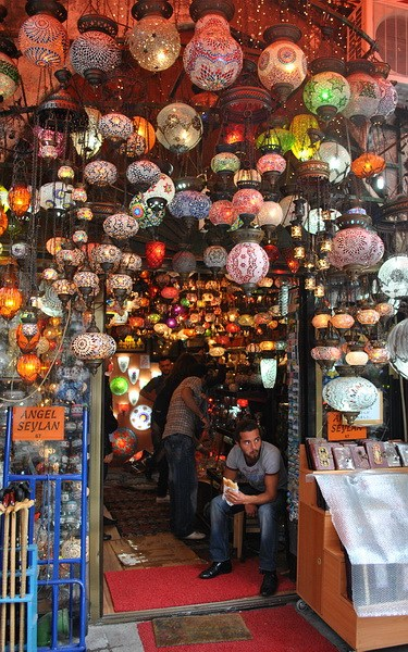 лавочка светильников на стамбульском Гранд-базаре
