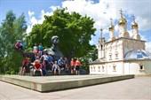 Памятник С.Есинину рядом с Преображенской церковью