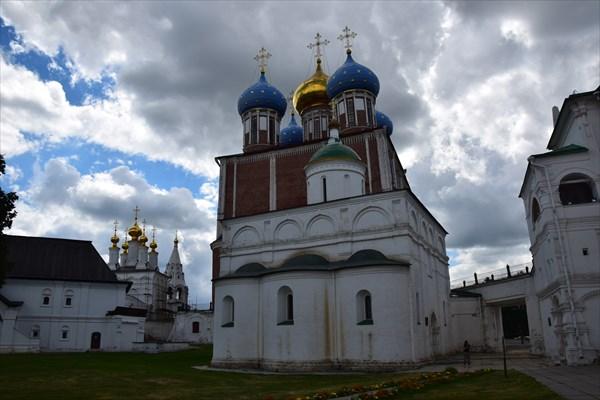 Архангельский собор и Богоявленская церковь