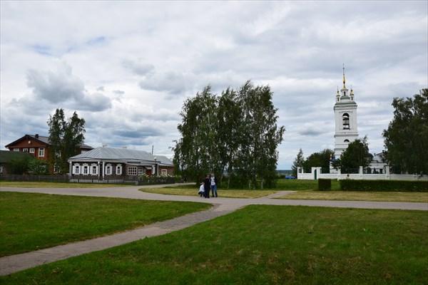 Дом священника и Казанская церковь