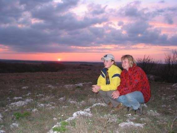 Девочки и закат на плато Караби