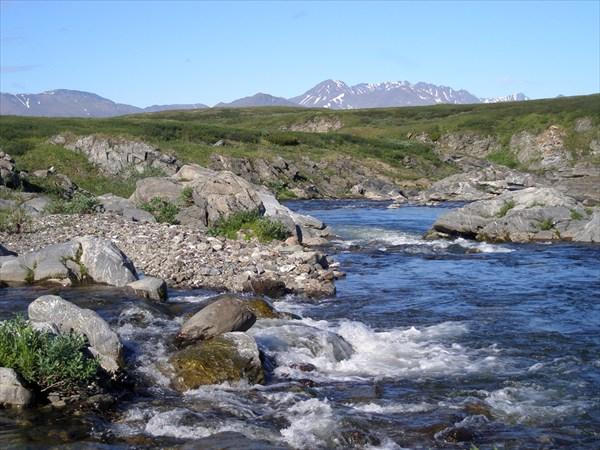 За километр до впадения в Кару, Комашор уходит в каньон.