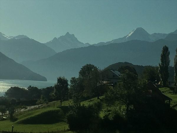 на фото: Альпы