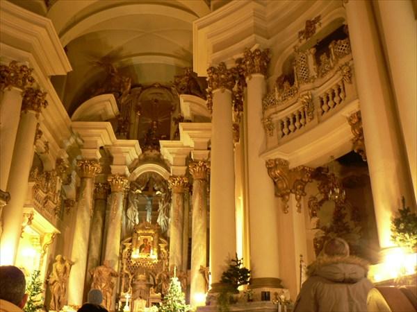 Внутри Доминиканского монастыря