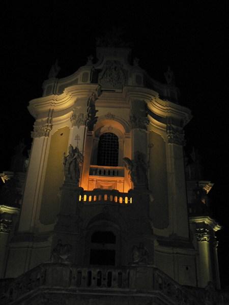 Собор св.Юра ночью
