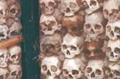 Стена из черепов монахов