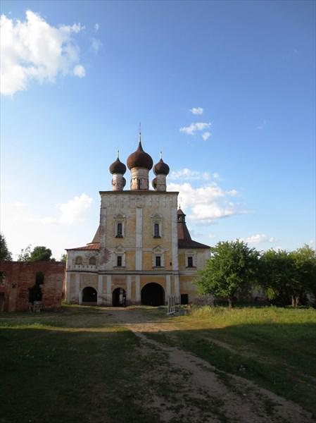 Сергиевская надвратная церковь (1679)