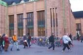 В Хельсинки ну очень много велосипедов:)