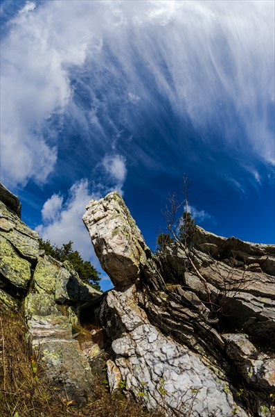 Облака над висячим камнем