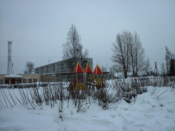 на фото: Детская площадка деревни Старополье