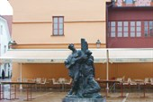 Памятник местному шуту Петрице Керемпуху