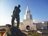 Памятник Мусе Джалилю 1966 и Спасская проездная башня 16 в