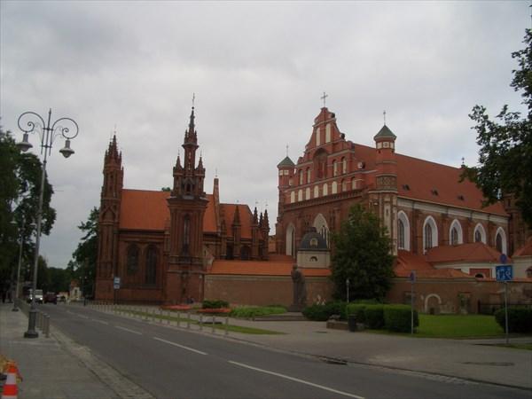 Костел Св. Анны и церковь Св. Франциска и Бернарда