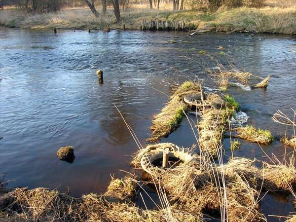 Река Судогда. Май 2009. Старая плотина.