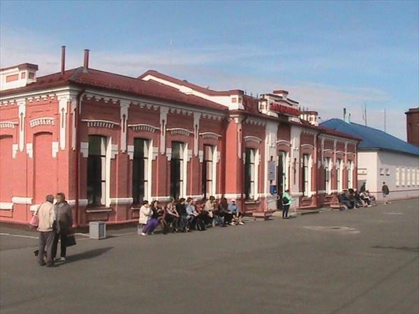 Здание вокзала Заводоуковска.