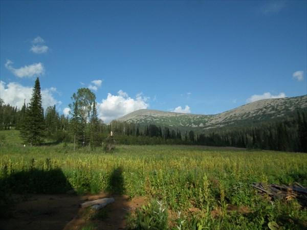 Вид от приюта в сторону перевала Караташ